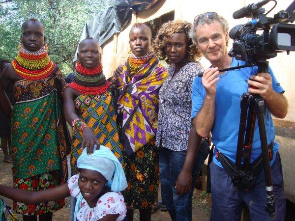 Frauen aus dem kenianischen Stamm der Turkana mit mir als Bleichgesicht .